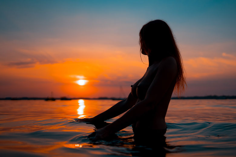 Aktfotos am Wasser Sonnenuntergang