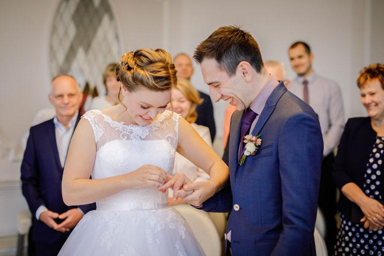 Heiraten im Herbst Ringe tauschen