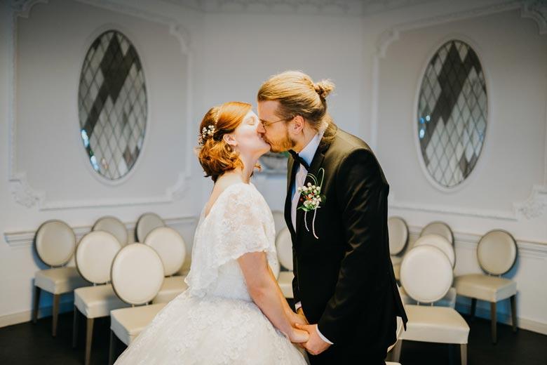 Heiraten in Köpenick Kuss