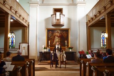 Hochzeitsfotograf in der Kirche