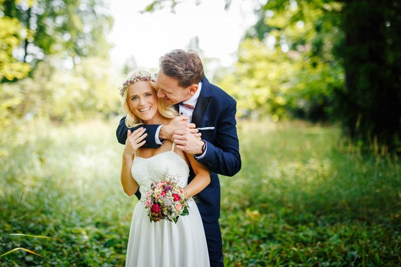 Hochzeitsfotos auf der Schlossinsel Berlin Köpenick glücklich