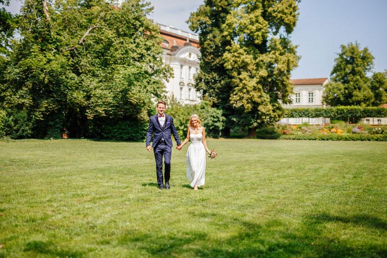 Hochzeitsfotos auf der Schlossinsel Berlin Köpenick im Park