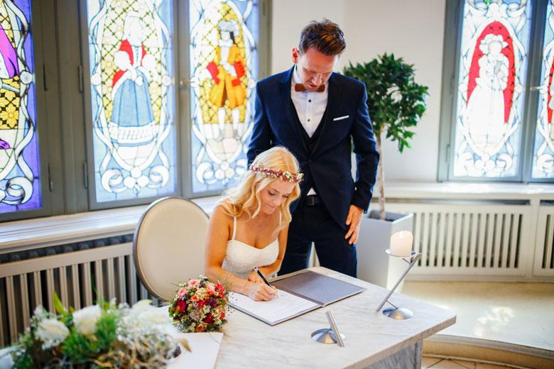 Hochzeitsfotos auf der Schlossinsel Berlin Köpenick im Standesamt