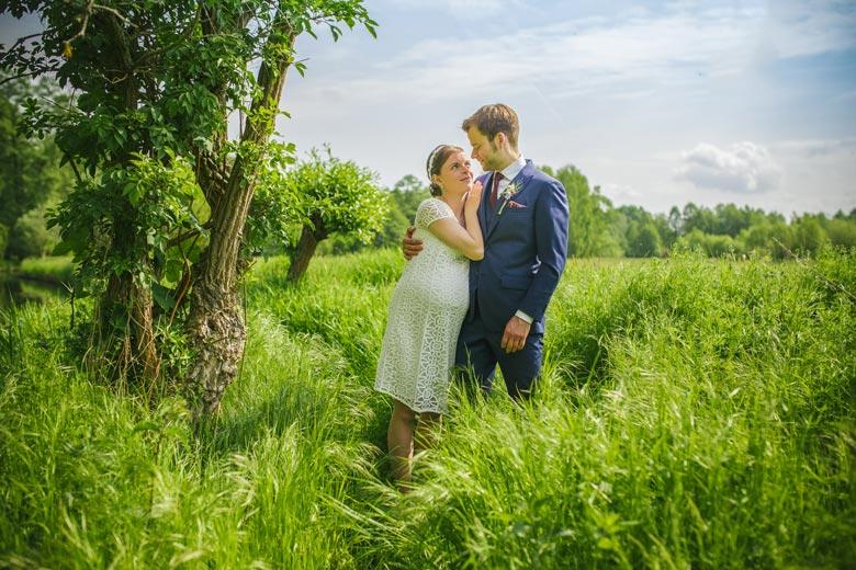 Hochzeitsfotos im Grünen Frühling