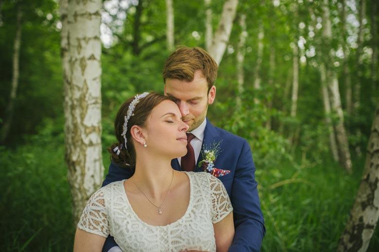 Hochzeitsfotos im Grünen gefühlvoll