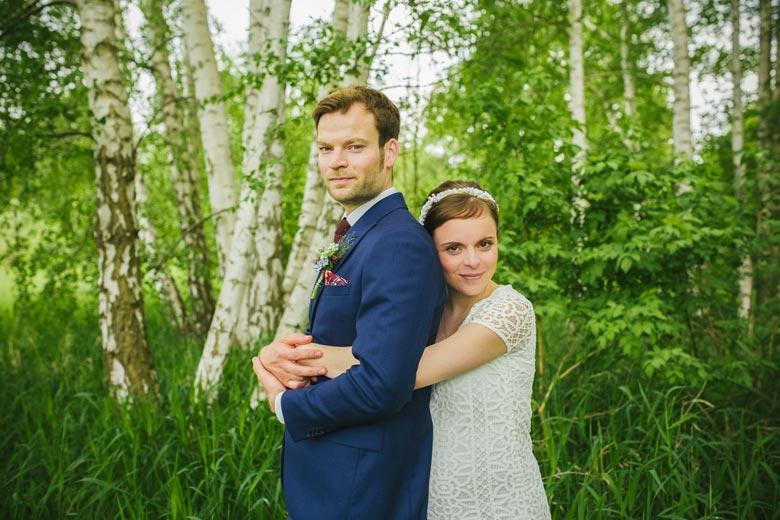 Hochzeitsfotos im Grünen zweisam