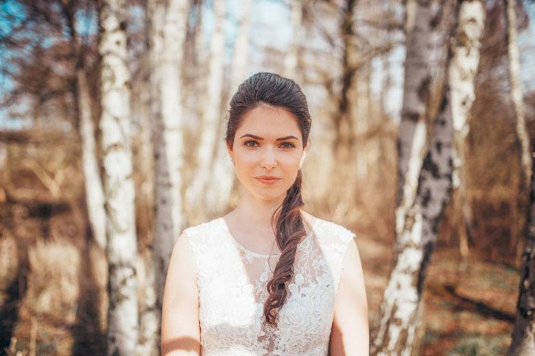 Hochzeitsfotos in der Natur Braut