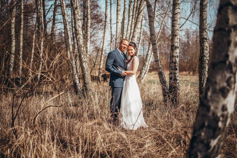 Hochzeitsfotos in der Natur Brautpaar