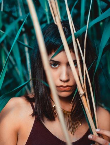 Portraitfoto im Schilf