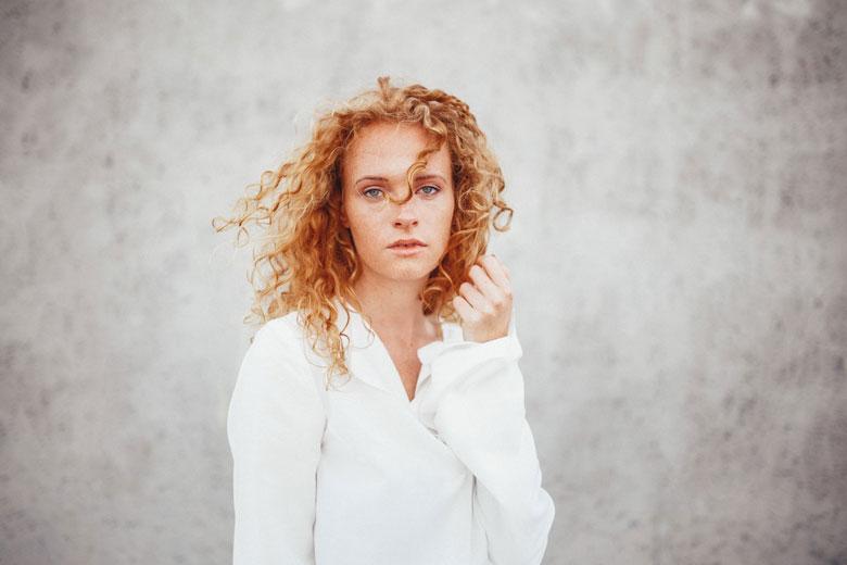 Portraitshooting mit Lena in Berlin lockig