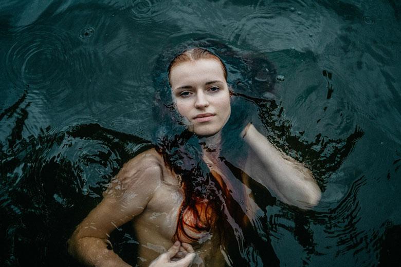 Regenshooting mit Helena Bun Portraitfoto