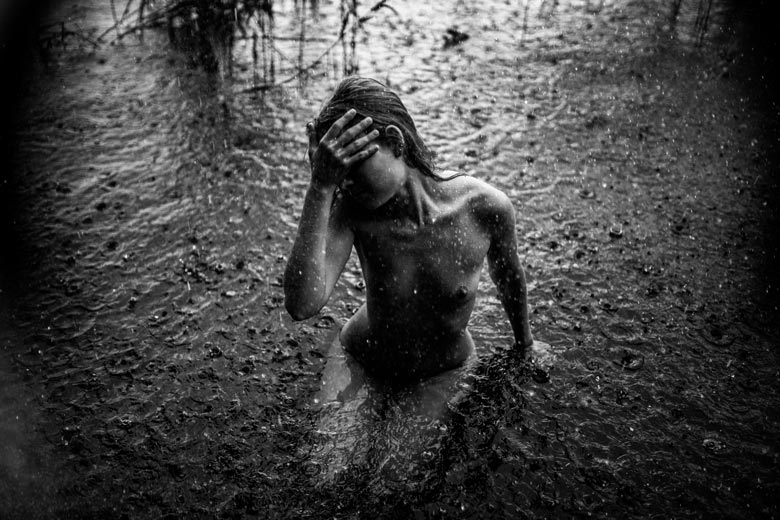 Wassershooting mit July bei Regen