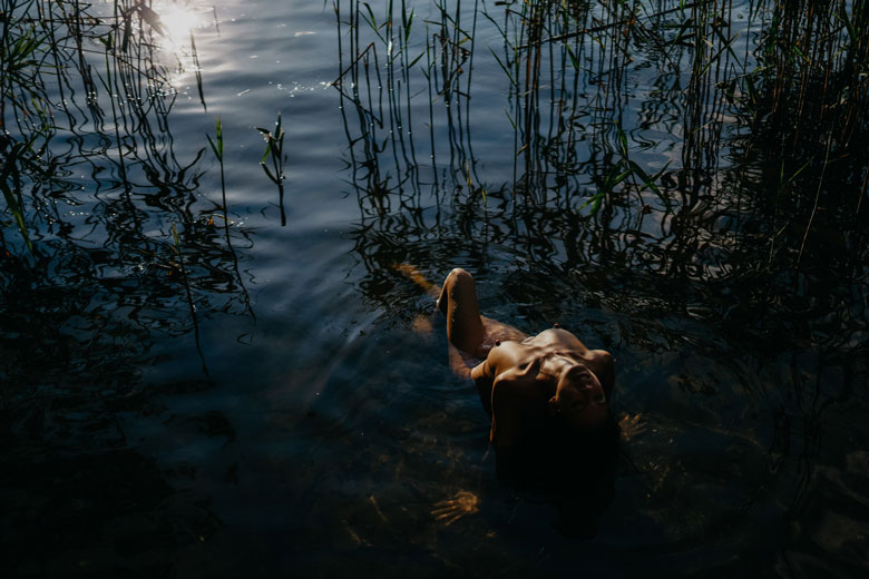 erotisches Fotoshooting am See Ganzkörper