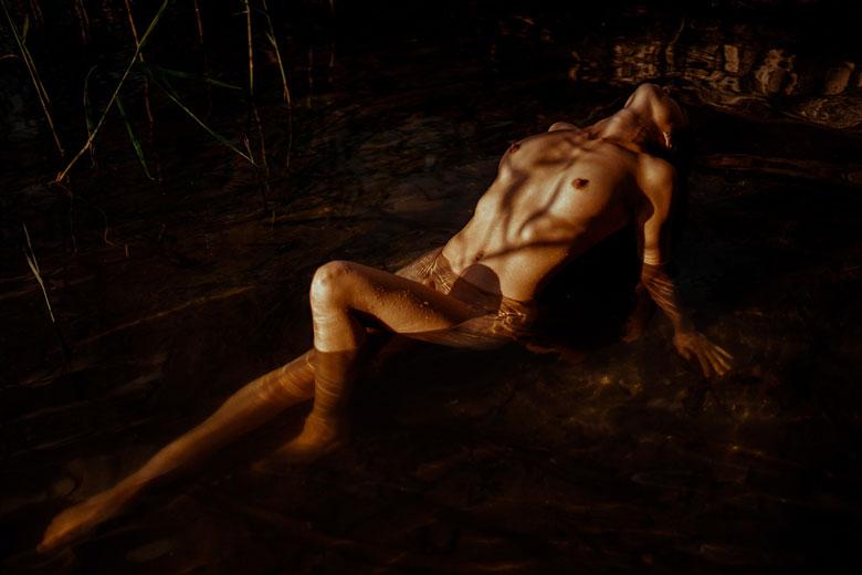 erotisches Fotoshooting am See Schattenspiel